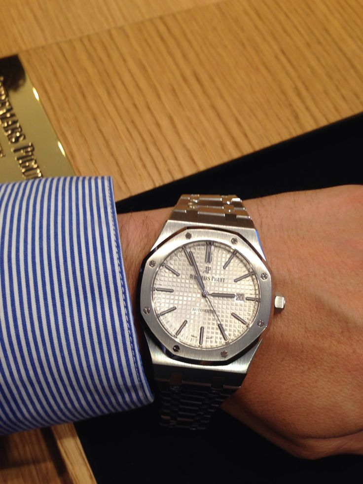 "A watch catches eveyone's eyes -Audemars Piguet Royal Oak Extra-Thin ""Jumbo"""