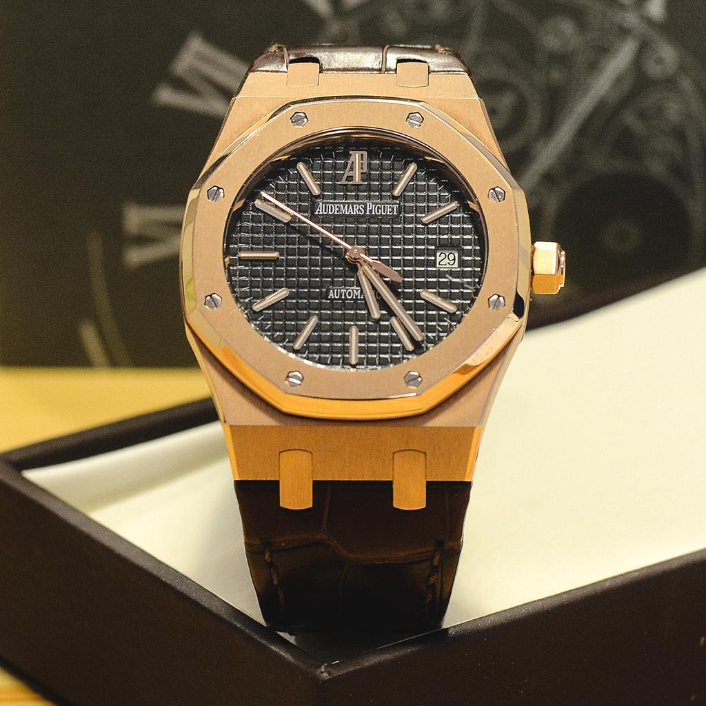 Audemars Piguet Royal Oak Extra-Thin 18K yellow gold limited edition